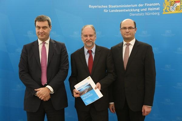 Von links: Staatsminister Dr. Markus Söder, Erster Bürgermeister Klaus Jaschke, Staatssekretär Albert Füracker